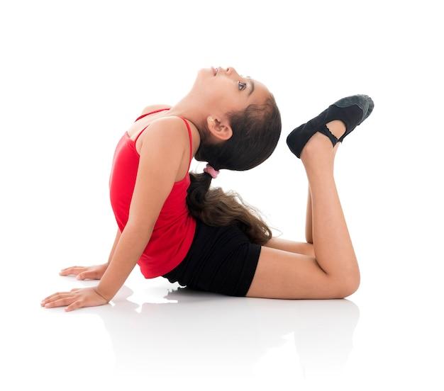 Flessibile giovane ragazza ginnastica