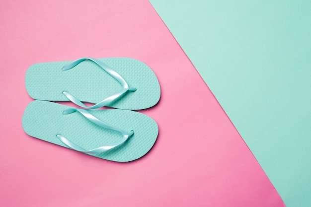 Flip flop su carta colorata
