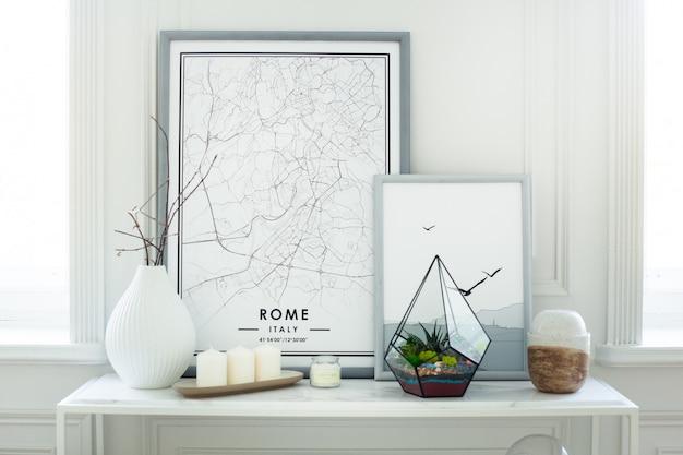 Florarium - composizione di piante grasse, pietra, sabbia e vetro, elemento di interni, decorazioni per la casa