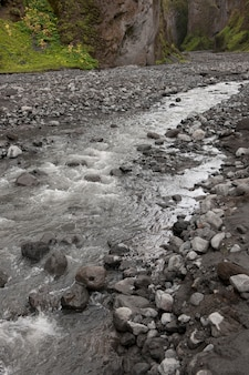 Flusso in burrone aspro in islanda