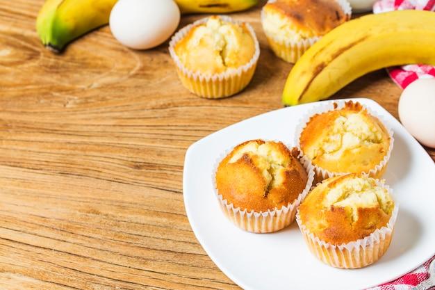 Focaccine casalinghe di noci di banana pronte da mangiare