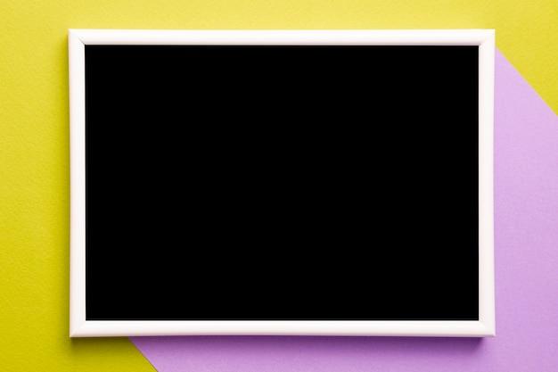 Fogli di carta bicolore con mock-up