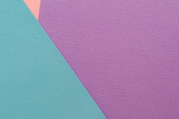 Fogli di carta colorata sullo sfondo. turchese, viola