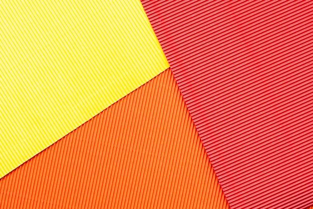Fogli di carta goffrata colorata.