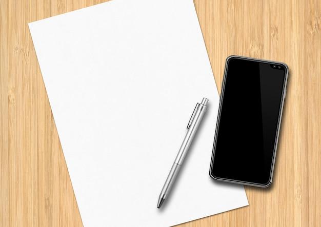 Foglio di carta, penna e smartphone su una scrivania in legno