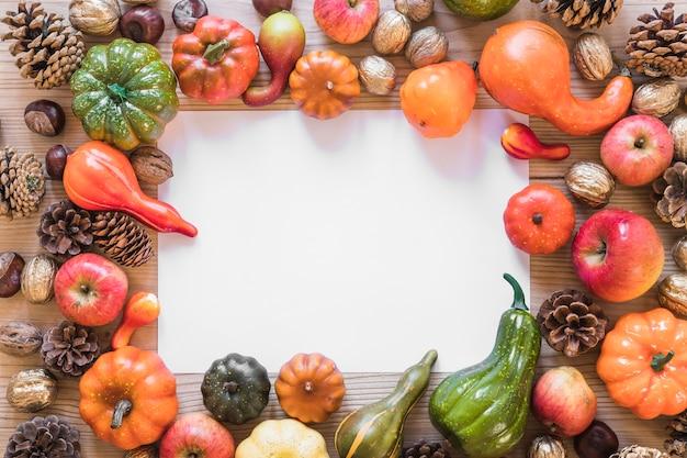 Foglio tra la composizione di ostacoli e verdure