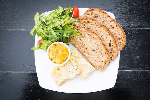 Foie gras con pane