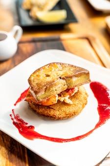 Foie gras con salsa di aragosta e lampone
