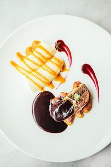 Foie gras e carne d'anatra con salsa dolce