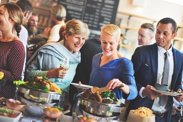 Folla choice del brunch che pranza concetto di cibo di opzioni dell'alimento