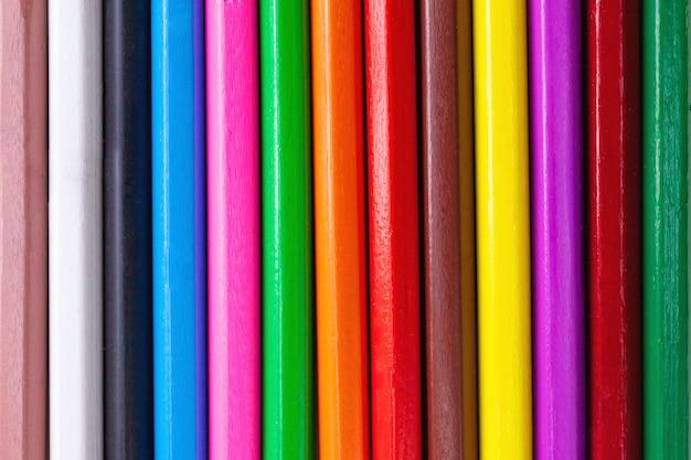 Fondo astratto del modello delle matite colorate di legno del pastello
