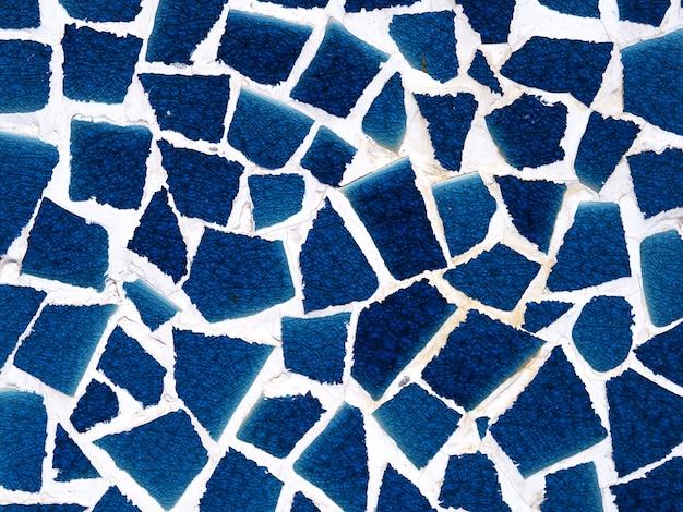 Fondo blu dell'estratto del mosaico della vecchia parete
