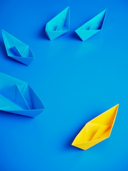 Fondo blu della barca della nave di affari di concetto