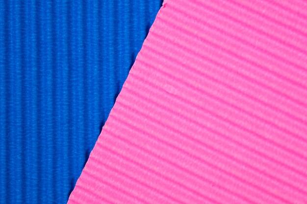 Fondo blu e rosa di struttura della carta ondulata.