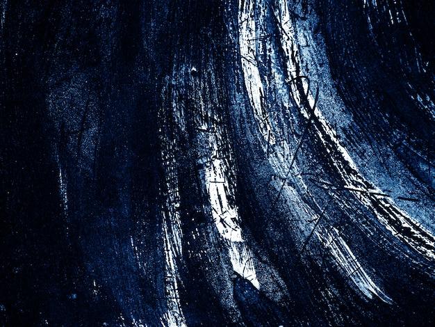 Fondo blu scuro e bianco dell'estratto di struttura del colpo della spazzola.