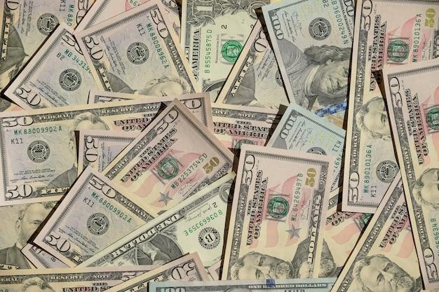 Fondo con le banconote in dollari dell'americano dei soldi. concetto degli ambiti di provenienza di affari e di finanza. rapporto del mercato azionario, grafico finanziario e banca. banconote in dollari di carta americane