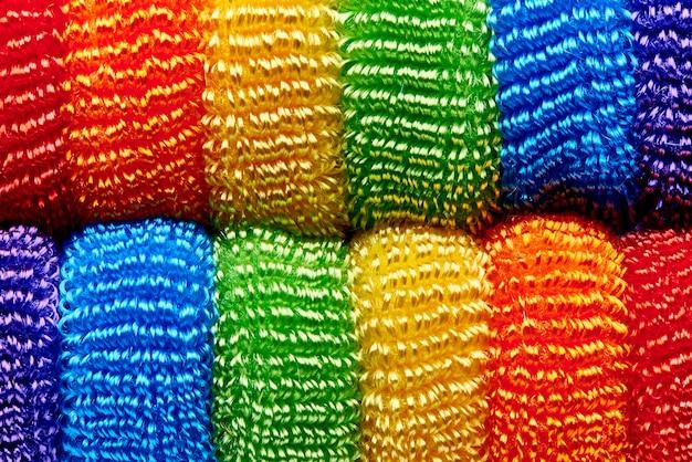 Fondo dal primo piano molle multicolore luminoso dei nastri.