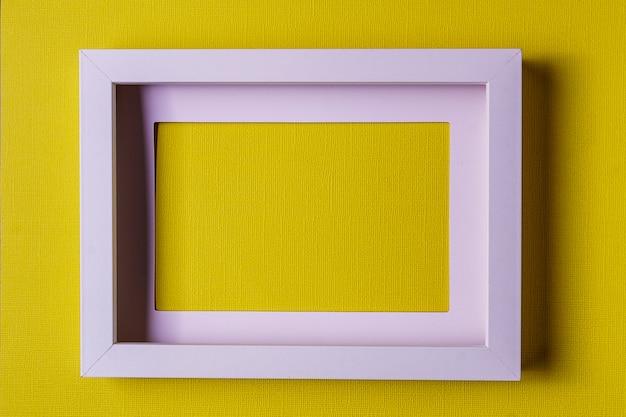 Fondo di carta di colofrul di minimalismo astratto con la cornice vuota.