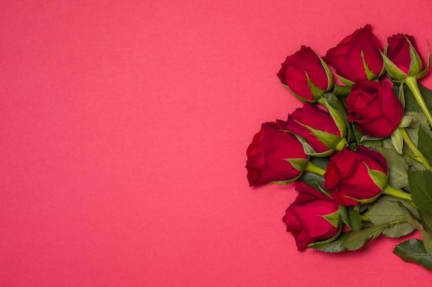 Fondo di giorno di biglietti di s. valentino, fondo rosso senza cuciture romantico, mazzo della rosa rossa