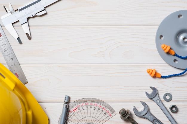 Fondo di legno bianco della plancia con il concetto industriale