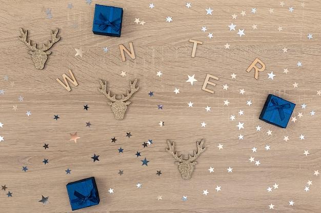 Fondo di legno del nuovo anno o di natale con la parola