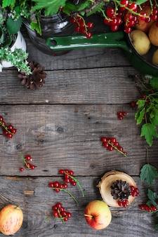 Fondo di legno del ribes delle mele