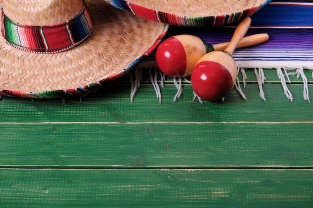 Fondo di legno di cinco de mayo di festa del sombrero del messico