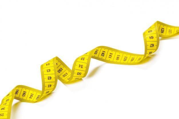 Fondo di panorama isolato nastro di misurazione metrico giallo