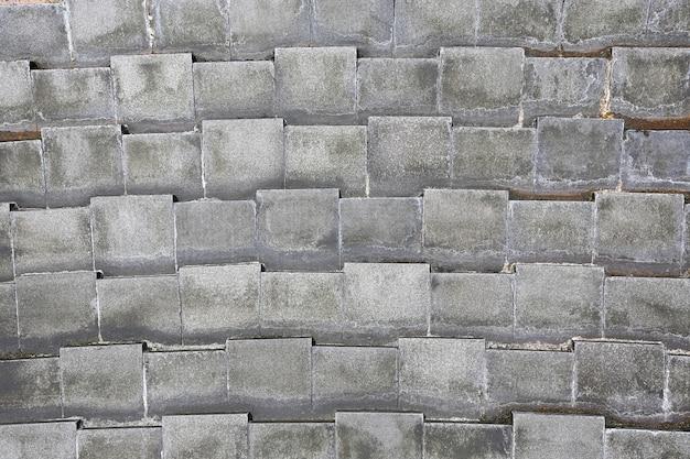 Fondo grigio della parete delle mattonelle del primo piano