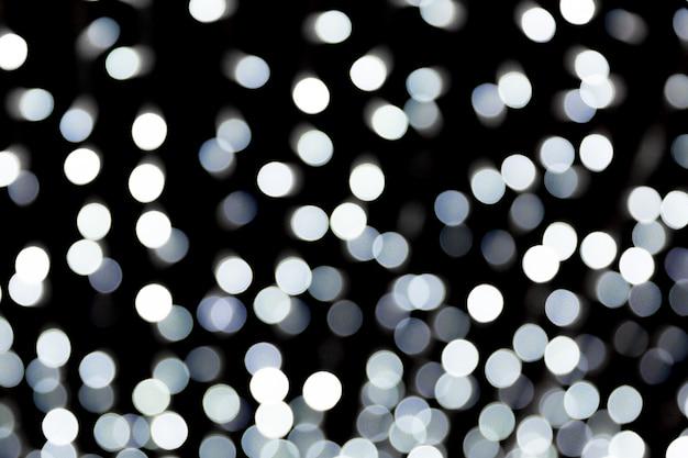 Fondo in bianco e nero del bokeh della sfuocatura astratta. molte luci rotonde su sfondo