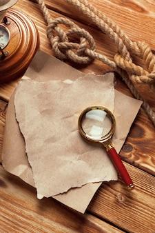 Fondo in legno con elementi nautici