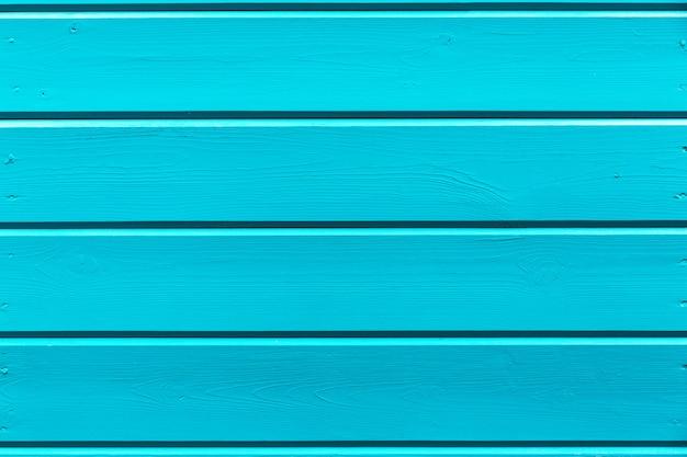 Fondo in legno con vernice blu fresca.