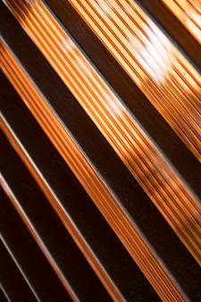 Fondo marrone astratto con linee diagonali