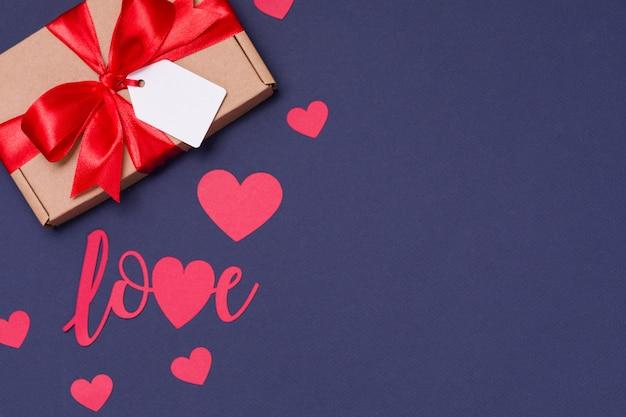 Fondo nero senza cuciture romantico di san valentino, arco dell'etichetta del regalo, presente, amore, cuori