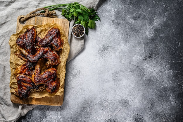 Fondo organico della carne dell'azienda agricola delle ali di pollo del bbq