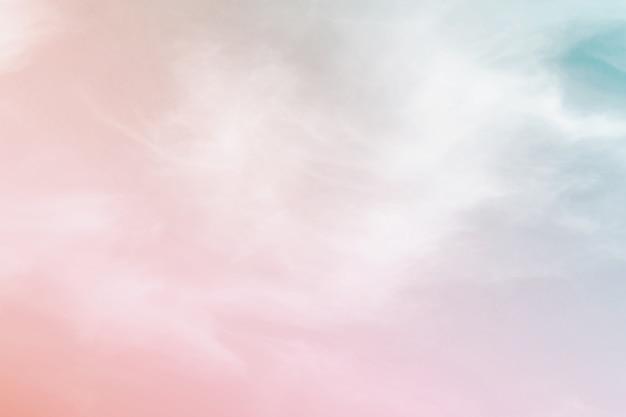 Fondo pastello di colore astratto, un cielo molle con il fondo della nuvola nel colore pastello
