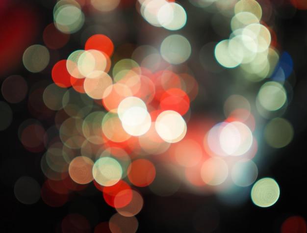 Fondo variopinto del bokeh degli iluminazioni pubbliche della città di notte, concetto di oscurità