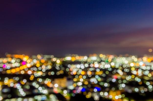 Fondo variopinto del paesaggio della città di notte del bokeh della sfuocatura
