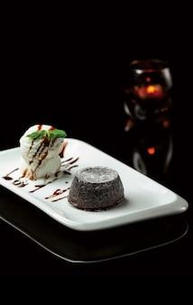 Fonduta di cioccolato con gelato alla vaniglia