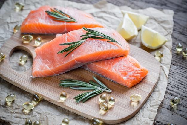 Fonti di acido omega-3 (salmone, gamberetti, pillole di omega-3)