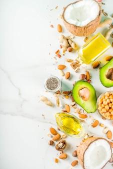 Fonti di alimenti grassi vegani sani