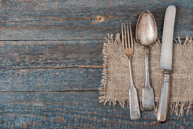 Forchetta, cucchiaio e coltello