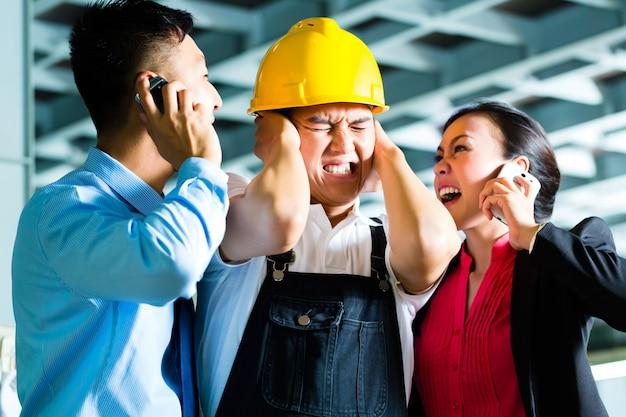 Foreman, manager e supervisore del turno in fabbrica