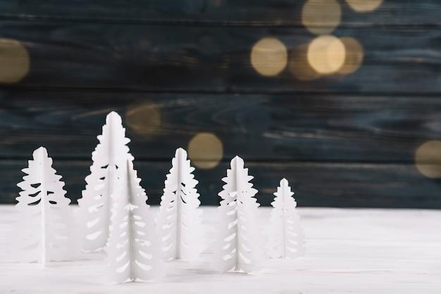 Foresta di carta a mano