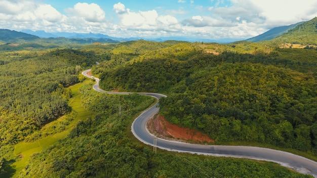 Foresta prato paese traffico paesaggio