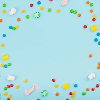 Forma del cerchio sul tavolo di caramelle