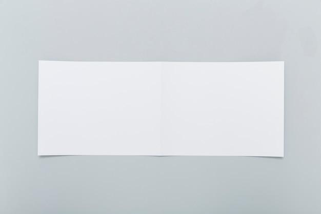 Forma di brochure rettangolo bianco