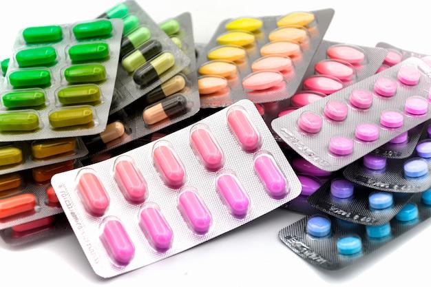 Forma di dosaggio colorato di medicina orale in strisce.