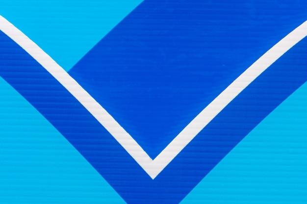 Forma e consistenza di un flauto blu e bianco. - sfondo.