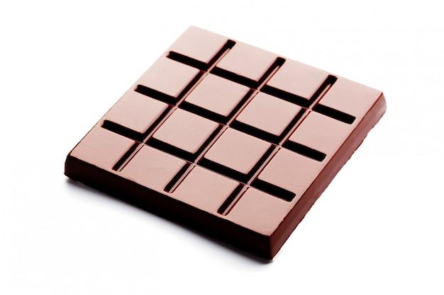 Forma quadrata del cioccolato fondente su bianco